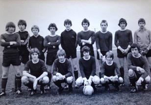 Schoolfootballteam-2017-11-2-13-16-1.jpg